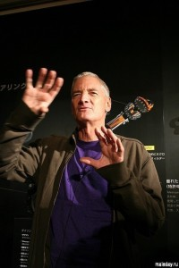 Джеймс Дайсон на презентации своего продукта