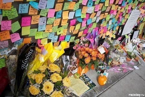 """Памятная стена Стива Джобса у """"Эппл-стора"""" в Пало Альто"""