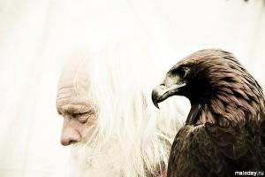 Старик с орлом