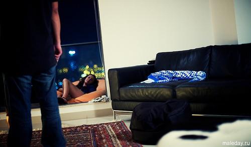 Мужчина и женщина в одной комнате