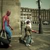 Человек-паук и ребёнок на улице